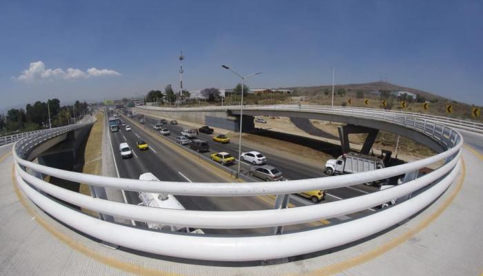 Foto de una parte del retorno de Periférico Sur y Avenida 8 de Julio.