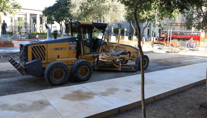 Foto de una de las maquinarias en la obra del Paseo Fray Antonio Alcalde.